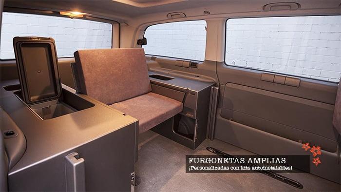 Las furgonetas camper van disponen de un interior amplio y muy confortable. Desde kits cama hasta nevera o mesas para que puedas disfrutar en camping, montaña, playa o rutas al aire libre.