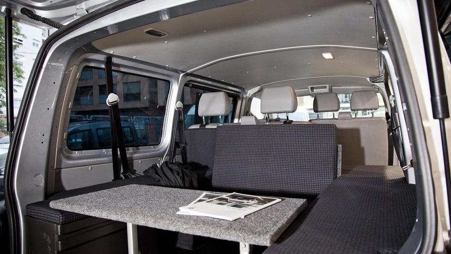 Las furgonetas camper vienen equipadas con todos los accesorios necesarios para pasar largas temporadas en camping
