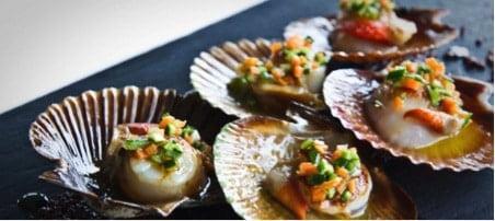 Gastronomia gallega que no puedes perderte este verano si inicias tu ruta camper van por Galicia