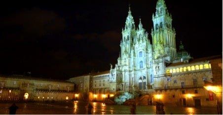Ruta camper van por Galicia al paso de los peregrinos que van a Santiago de Compostela. Naturaleza, gastronomia y experiencias únicas.