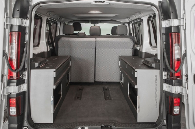 renault camper renault trafic 2015 con cama. Black Bedroom Furniture Sets. Home Design Ideas