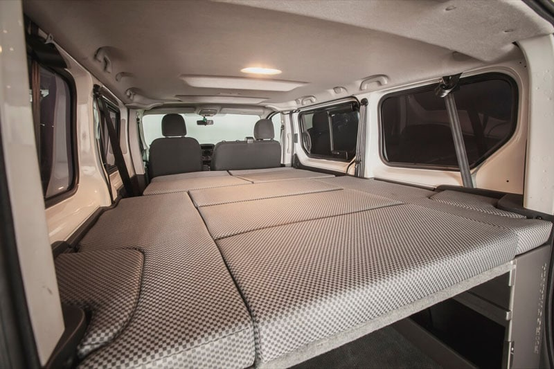 renault camper renault trafic 2015 con cama. Black Bedroom Furniture Sets. Home Design Ideas